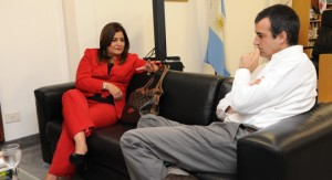 Esteban Bullrich junto a la ecuatoriana Gloria Vidal